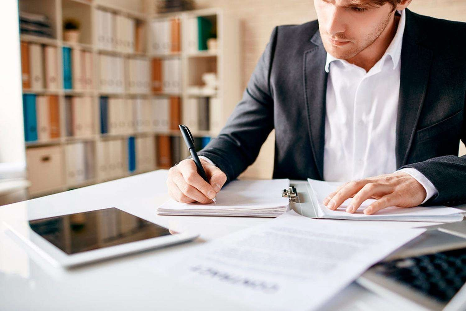 What is a bookkeeper? How can my business benefit from hiring one?